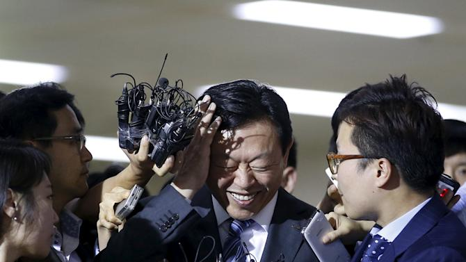 Lotte Group Chairman Shin Dong-bin is surrounded by the media as he makes his way upon his arrival at Gimpo Airport in Seoul