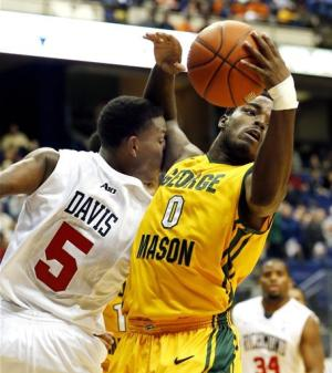 Mason's Wright beats buzzer, Richmond, 67-64