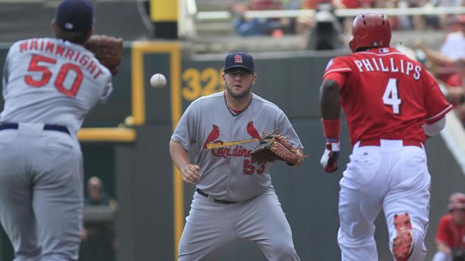 Reds hit Wainwright hard again, beat Cardinals 7-2