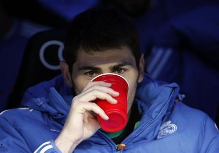 Real Madrid's Iker Casillas drinks in the bench before their Spanish first division soccer match against Real Sociedad at Santiago Bernabeu stadium in Madrid November 9, 2013. REUTERS/Sergio Perez