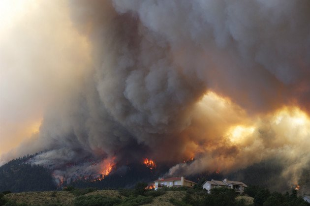 Colorado wildfires: 32000 evacuated as blaze jumps perimeter near Colorado ...