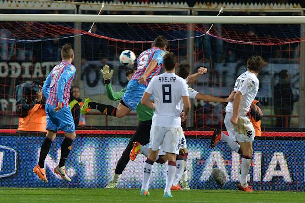 Catania forward Gonzalo Bergessio, of Argentina, center, scores a goal during the Serie A soccer match between Catania and Cagliari at the Angelo Massimino stadium in Catania, Italy, Saturday, March 8