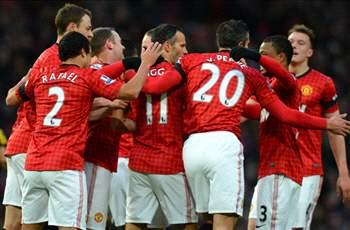 Manchester United 2-0 Everton: Giggs and Van Persie move home side 12 points clear