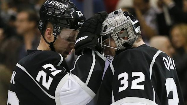 Los Angeles Kings captain Dustin Brown (L) celebrates with team-mate goaltender Jonathan Quick (Reuters)