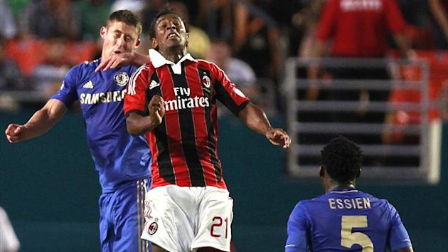 Chelsea's Sam Hutchinson (L) and A.C Milan's Kevin Constant fight (Reuters)