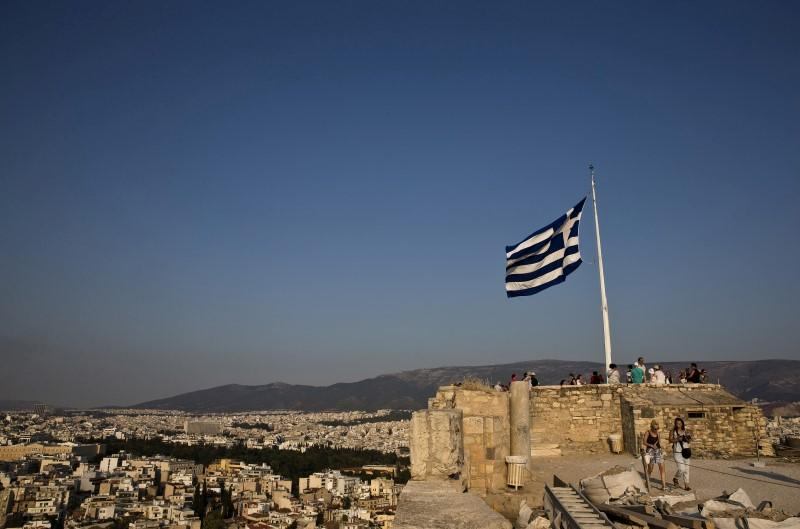 Greek economy grows in second quarter but strong rebound elusive