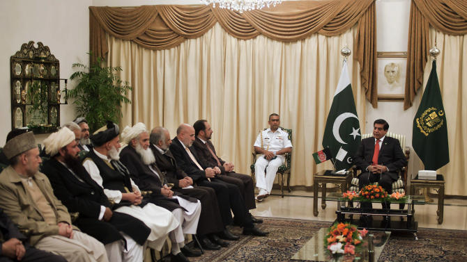 Pakistan's Prime Minister Raja Pervaiz Ashraf, right, meets with members  of the delegation of Afghanistan's High Peace Council in Islamabad, Pakistan, Monday, Nov. 12, 2012. (AP Photo/Anjum Naveed)