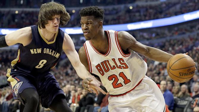 Chicago Bulls guard/forward Jimmy Butler (21) drives against New Orleans Pelicans forward Luke Babbitt (8) during the first half of an NBA basketball game in Chicago on Saturday, Dec. 27, 2014. (AP Photo/Nam Y. Huh)