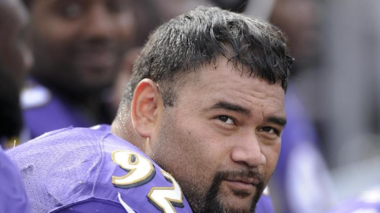 Knee injury sidelines Ravens' Ngata for Bears game