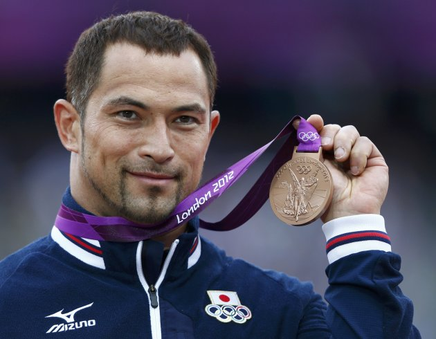 Japan's Koji Murofushi holds his bronze medal during the men's hammer throw victory ceremony at the London 2012 Olympic Games