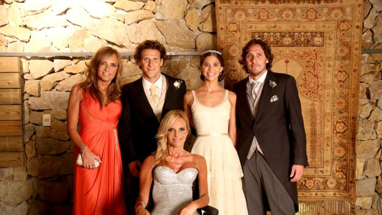 Uruguayan soccer player Forlan and his wife pose with Forla's brother and sisters in Montevideo