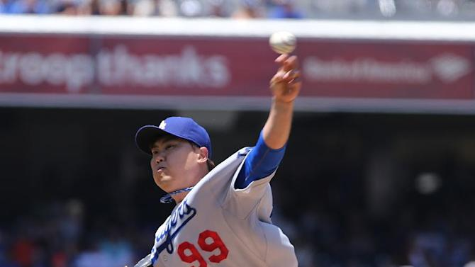Ryu limits Padres in Dodgers' 2-1 win