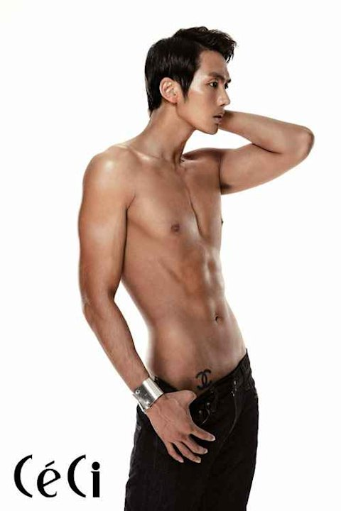 2AM Lim Seulong Shows Off His Cut Body