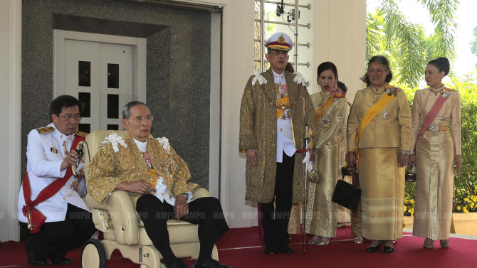 In this photo released by Thailand's Royal Household Bureau, Thai King Bhumibol Adulyadej, second from left, along with Crown Prince Vajiralongkorn, third from left, Princess Chulabhorn, Princess Sirindhorn, and Consort Princess Srirasm, right, arrive at Klai Kangwon Palace before a ceremony in celebration of the king's 86th birthday in Prachuap Khiri Khan province Thailand, Thursday, Dec. 5, 2013. Thailand put politics aside Thursday to celebrate the birthday of the country's revered monarch, who used his annual birthday speech to call for stability but made no direct reference to the crisis that has deeply divided the nation.(AP Photo/Royal Household Bureau)