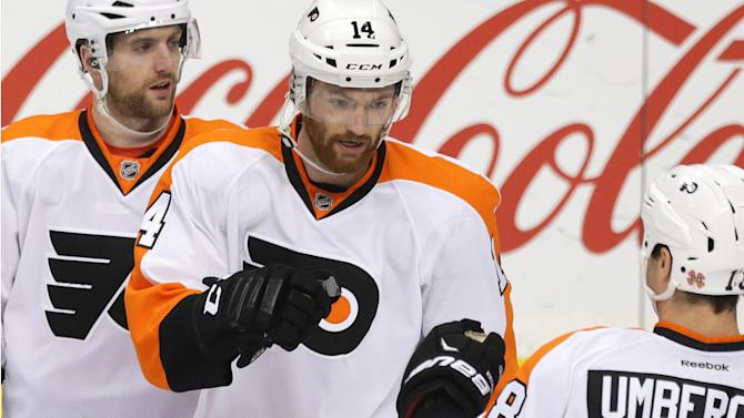 Simmonds leads Flyers to 3rd straight win