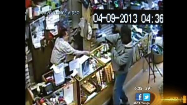 1 of 2 suspects charged in Logan Square robbery, shooting | Store owner used baseball bat to fight off robbers