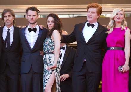 Festival de Cannes 2012 : Kristen Stewart hue, Robert Pattinson acclam
