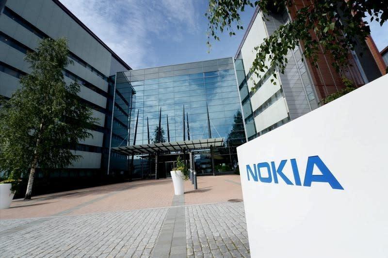 Nokia leaves investors in dark over outlook