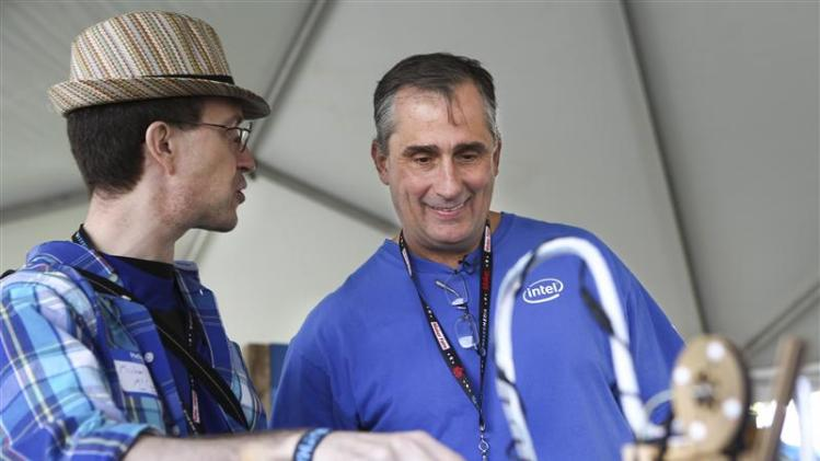 Intel CEO Brian Krzanich listens to Node.js Sandbox creator Michael McCool at the Maker's Faire in San Mateo