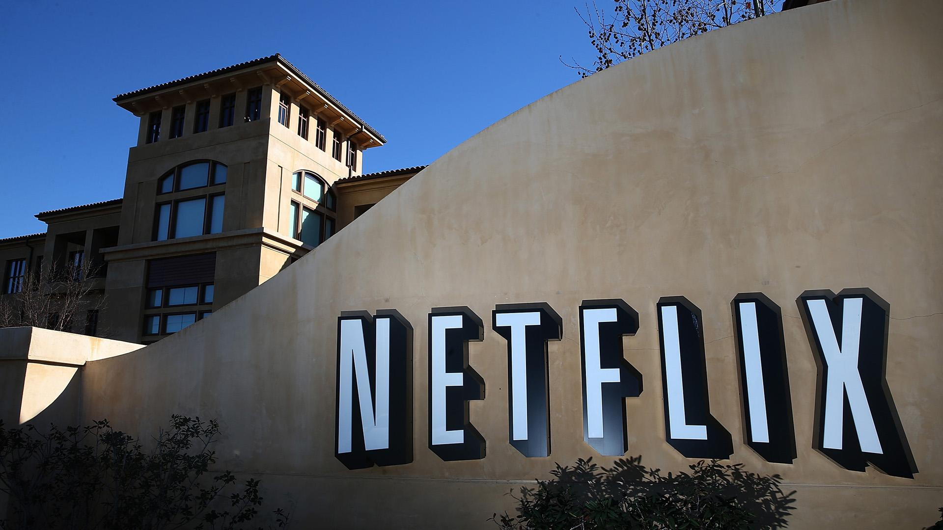 Netflix Stock Clawed by Bears: Are Apple, Hulu, Amazon Threats to Blame?