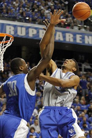 Young leads Blue rout in Kentucky scrimmage