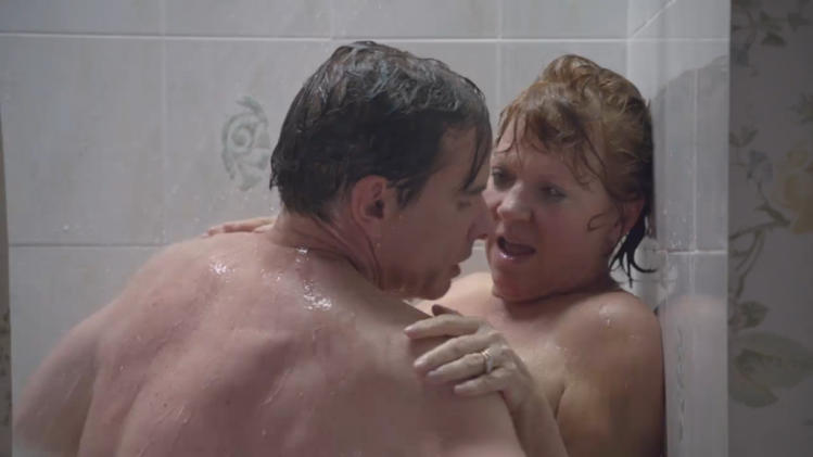 Hannah's parents in the shower, Episode 6