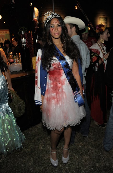 Leona Lewis made the effort with blood and scary eyes for the Maroon 5 party last night.