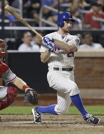 Niese throws 3-hitter, drives in 3, Mets top Phils