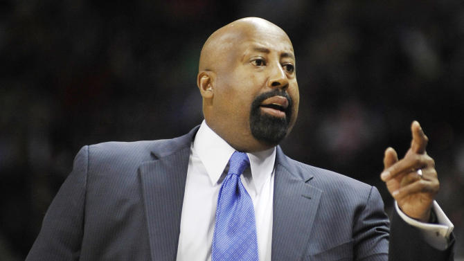 New York Knicks head coach Mike Woodson calls to his players during the first half of an NBA basketball game against the San Antonio Spurs, Thursday, Nov. 15, 2012, in San Antonio. (AP Photo/Darren Abate)