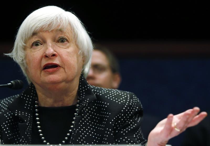 U.S. jobs report clears way for Fed to flag June rate hike