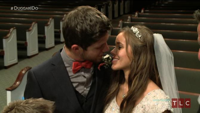 '19 Kids and Counting' Features Wedding, First Kiss