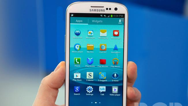 iPhone 4 vs. Galaxy S3: One of these phones can't run the latest mobile OS