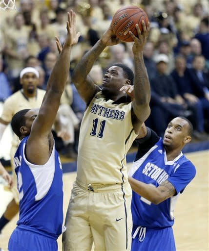 No. 23 Pittsburgh holds off Seton Hall
