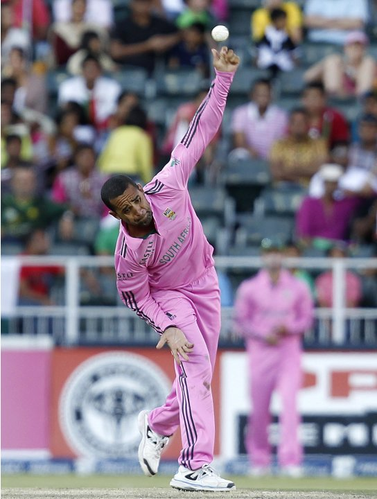South Africa's Robin Peterson makes a delivery during their third ODI cricket match against Pakistan in Johannesburg