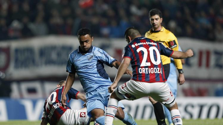 Rodas of Bolivar controls the ball under pressure from Romagnoli and Ortigoza of San Lorenzo during their Copa Libertadores semi-final soccer match in Buenos Aires