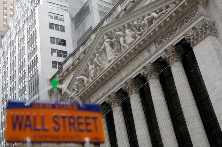 S&P 500 ends up slightly with boost from financials; Netflix up late