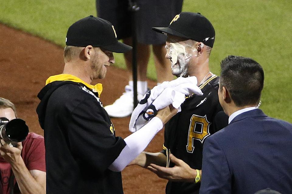 Mercer's walk-off lifts Pirates to 3-2 win over Braves in 10
