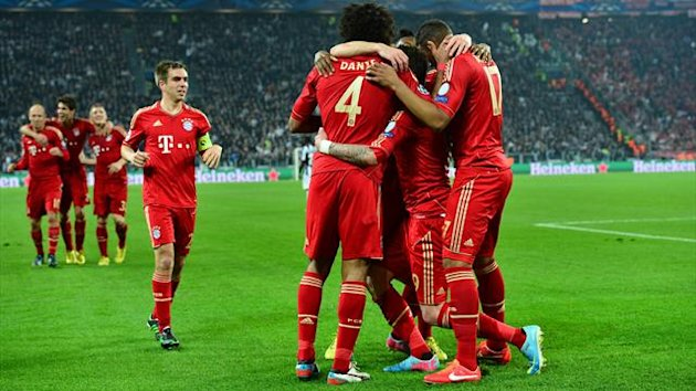 Bayern Munich's Croatian striker Mario Mandzukic celebrates with teammates after scoring during the UEFA Champions League quarter final second-leg football match Juventus vs FC Bayern Munich at the Juventus Stadium in Turin on April 10, 2013 (AFP)
