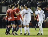 Real Madrid&#39;s Sami Khedira (2nd R) argues with Osasuna players during their Spanish La Liga match at the Reyno de Navarra stadium in Pamplona, on January 12, 2013. The match ended in a goalless draw