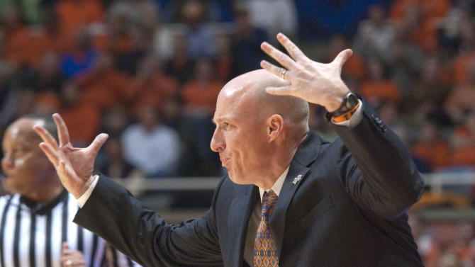 Illinois' head coach John Groce during the first half of an NCAA college basketball game between Georgia Tech and Illinois in Champaign, IL.  Wednesday, Nov. 28, 2012.    (AP Photo/Robert K. O'Daniell)