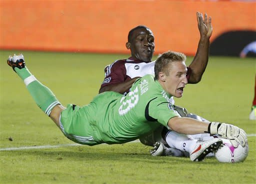 Rivero, Hill lead Rapids past Chivas USA, 2-0