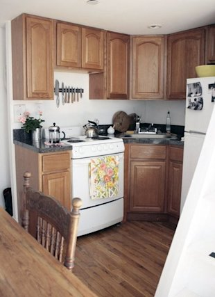 The super-clean, compact kitchen below the sleeping loft. (Photo: Erin Boyle / Readingmytealeaves.com)