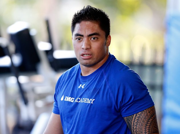 BRADENTON, FL - JANUARY 23:  Linebacker Manti Te'o of the Notre Dame Fighting Irish works out at IMG Academy on January 23, 2013 in Bradenton, Florida.  (Photo by J. Meric/Getty Images)