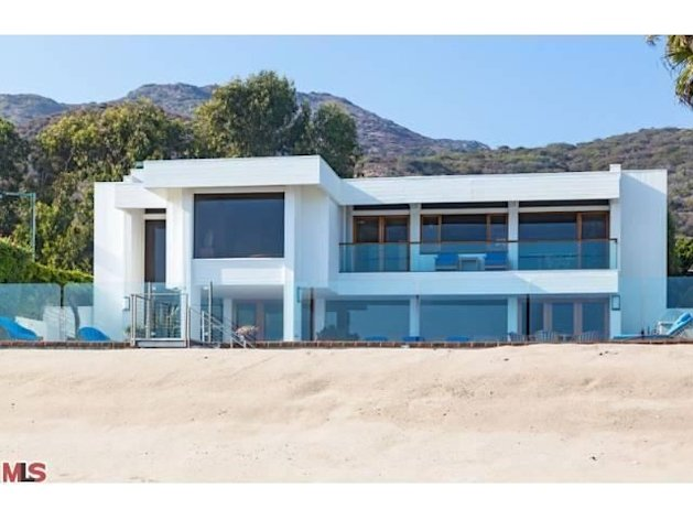"This 4,800-square-foot Carbon Beach home is listed at $22.5 million. Visit the <a href=""http://yhoo.it/XX4fc1"" target=""_blank"">listing on Yahoo! Homes</a> for many more pictures."