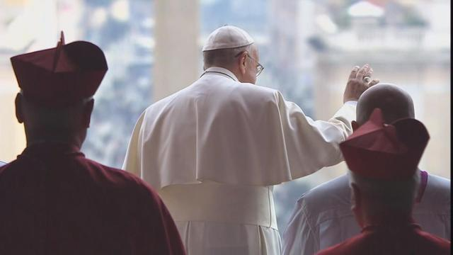 Pope Francis delivers Christmas message for peace
