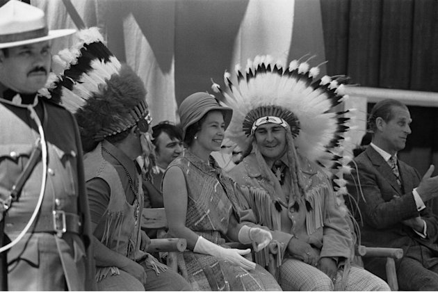 FILE In this July 3, 1973 photo, Chief Frank Pelletier is shown with Britain's Queen Elizabeth II in Thunder Bay, Ontario, as she views the display of Appaloosa horses and aboriginal Canadian trad