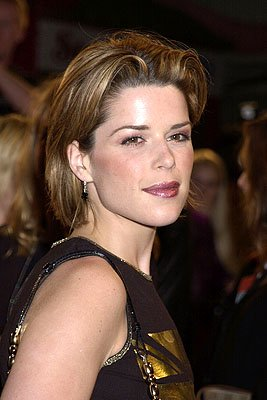 Premiere: Neve Campbell at the Hollywood premiere of New Line's Blow - 3/29/2001 