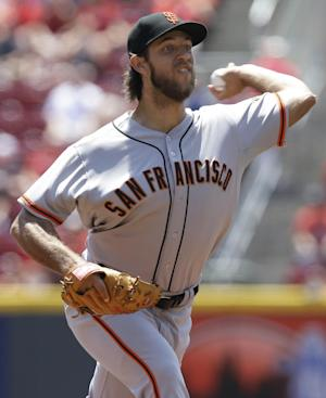 Bumgarner wins 6th straight, Giants beat Reds 6-1