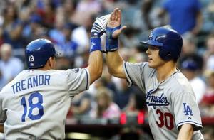Capuano wins 6th, Dodgers beat Diamondbacks 6-1
