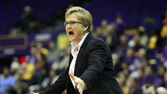 Simmons leads No. 10 Lady Vols over LSU, 72-67